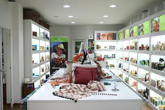social responsibility zeulab and oxfam international zaragoza's shop